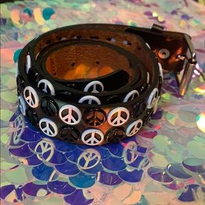 Black and White peace sign belt